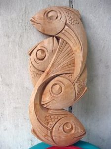 imagen talla en madera: pez en madera