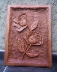 talla en madera: rosa