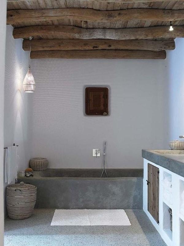 baños con techos de madera